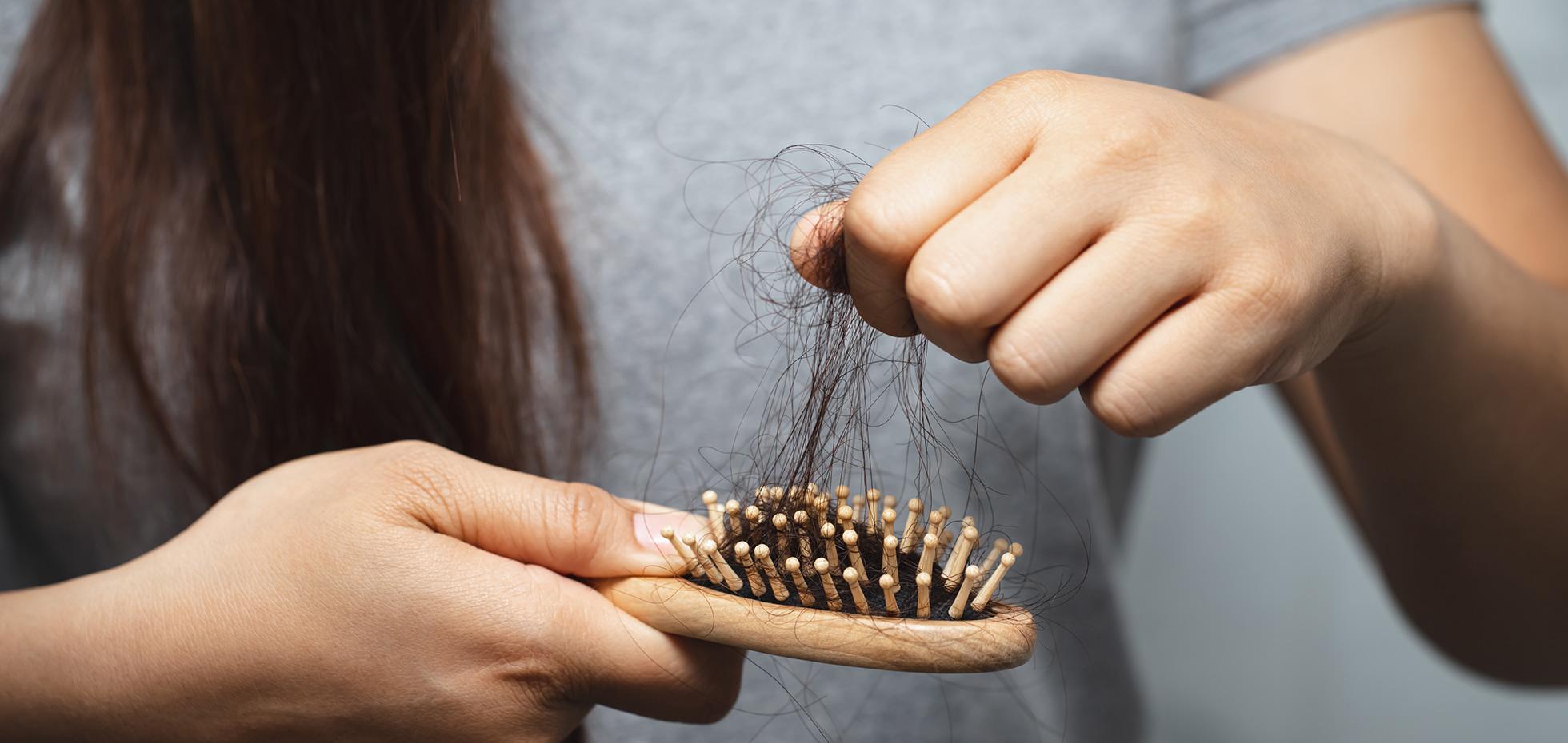 Caduta o diradamento dei capelli: quando e come usare i trattamenti