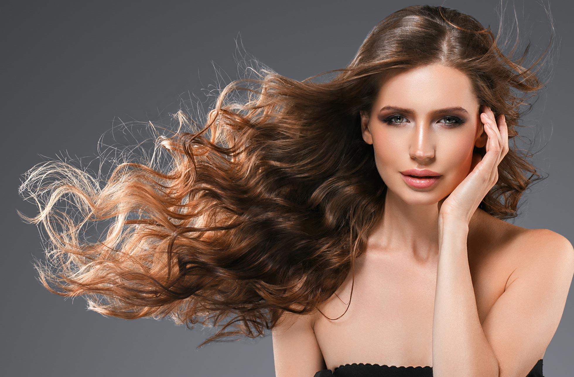 Come fare i capelli mossi a casa con 3 semplici trucchi!