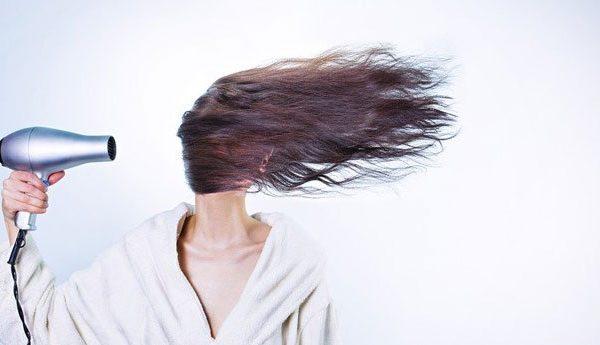 Consigli per gestire i capelli a casa