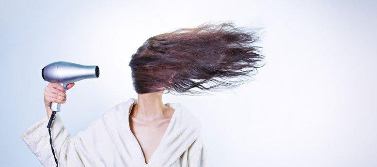 4 consigli per gestire i capelli a casa durante l'emergenza Coronavirus